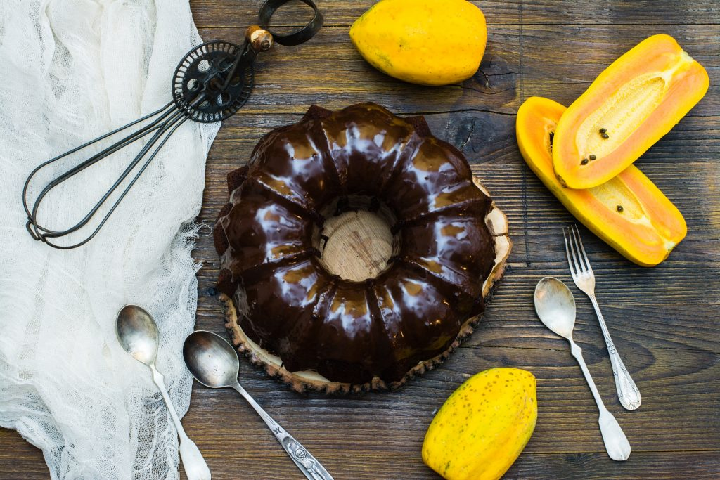 Pastel de chocolate y papaya Exotic Fruit Box