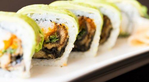 sushi de aguacate