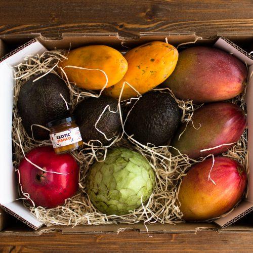 caja de frutas tropicales otoño